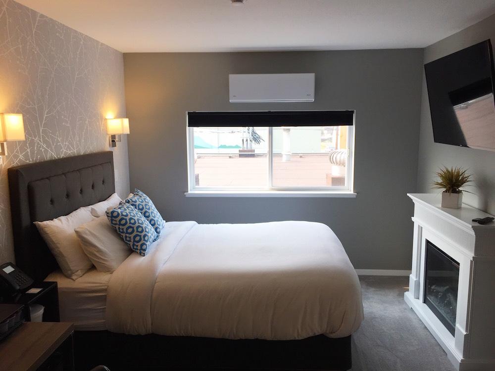 Room 3 Queen Bed